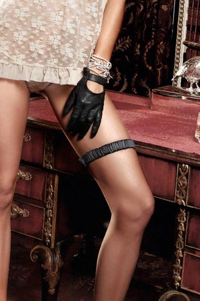 смотреть эротику женское нижнее белье повязки чулки трусики